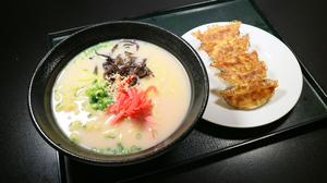 博多とんこつラーメンと餃子.jpg